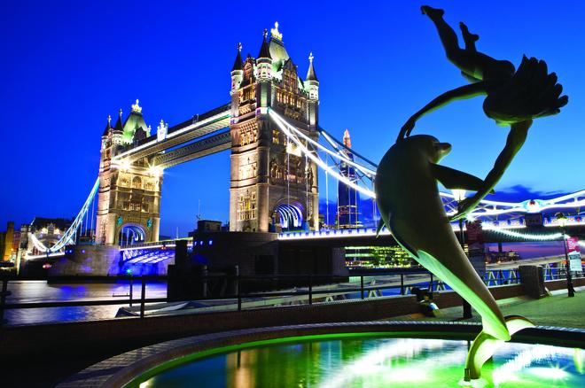 Chris Dorney, Tower Bridge and Sculpture, London.