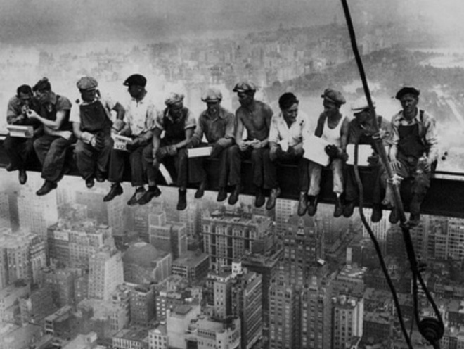 "Charles C. Ebbets - ""Lunchtime atop a Skyscraper"" staged or not that"